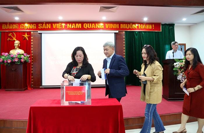 Cán bộ, công chức, viên chức, người lao động Sở Thông tin và Truyền thông Hà Nội quyên góp ủng hộ đồng bào miền Trung - Ảnh 2.