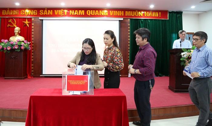 Cán bộ, công chức, viên chức, người lao động Sở Thông tin và Truyền thông Hà Nội quyên góp ủng hộ đồng bào miền Trung - Ảnh 3.
