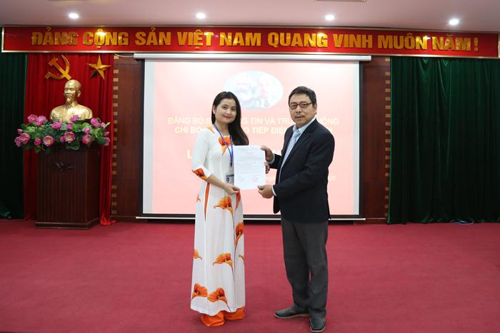 Chi bộ Cổng Giao tiếp điện tử Hà Nội kết nạp Đảng viên mới - Ảnh 3.