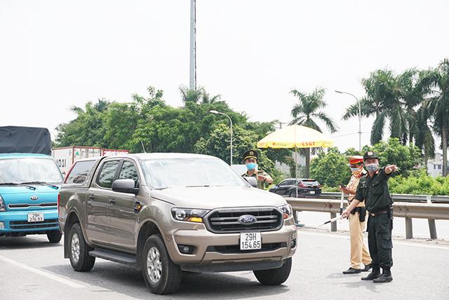 """Chủ tịch UBND TP Hà Nội thị sát đường Vành đai 3, chỉ đạo phương án thông xe """"luồng xanh"""" nhanh nhất - Ảnh 3."""
