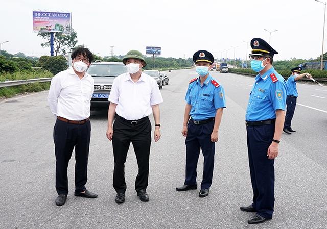 """Chủ tịch UBND TP Hà Nội thị sát đường Vành đai 3, chỉ đạo phương án thông xe """"luồng xanh"""" nhanh nhất - Ảnh 2."""